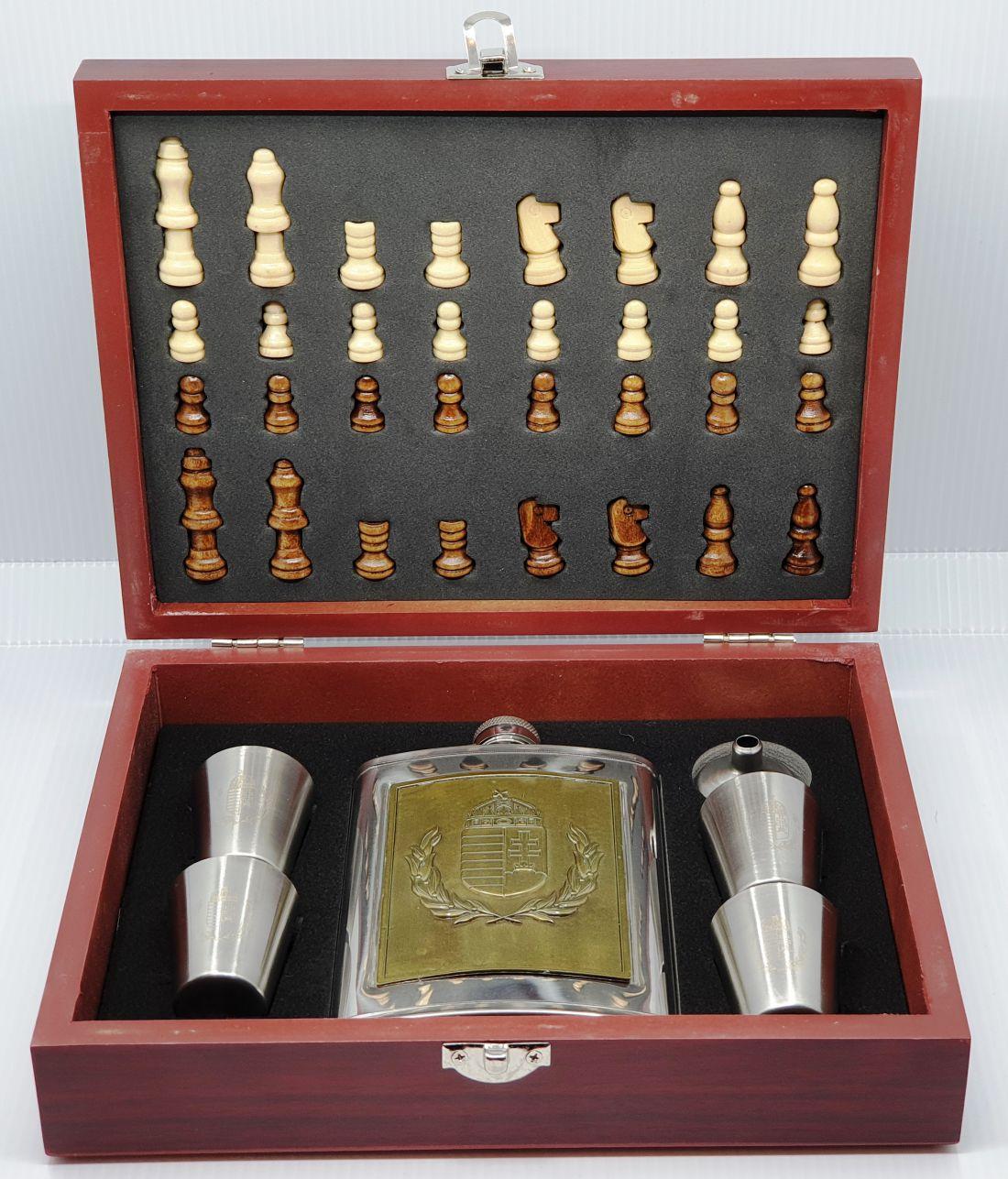 Flaska szett - Címeres, sakk készlettel