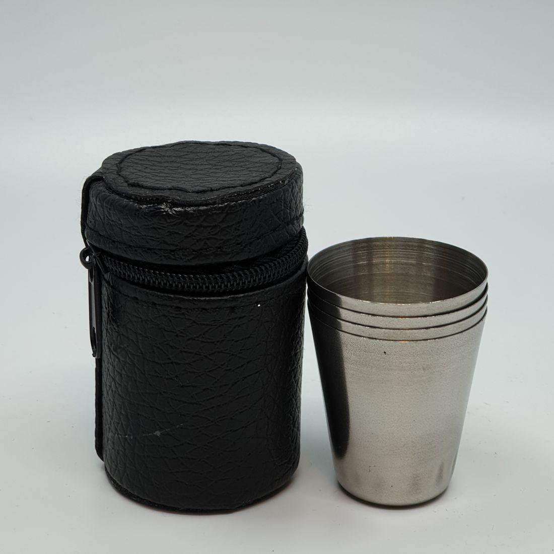 fém pohár tokban