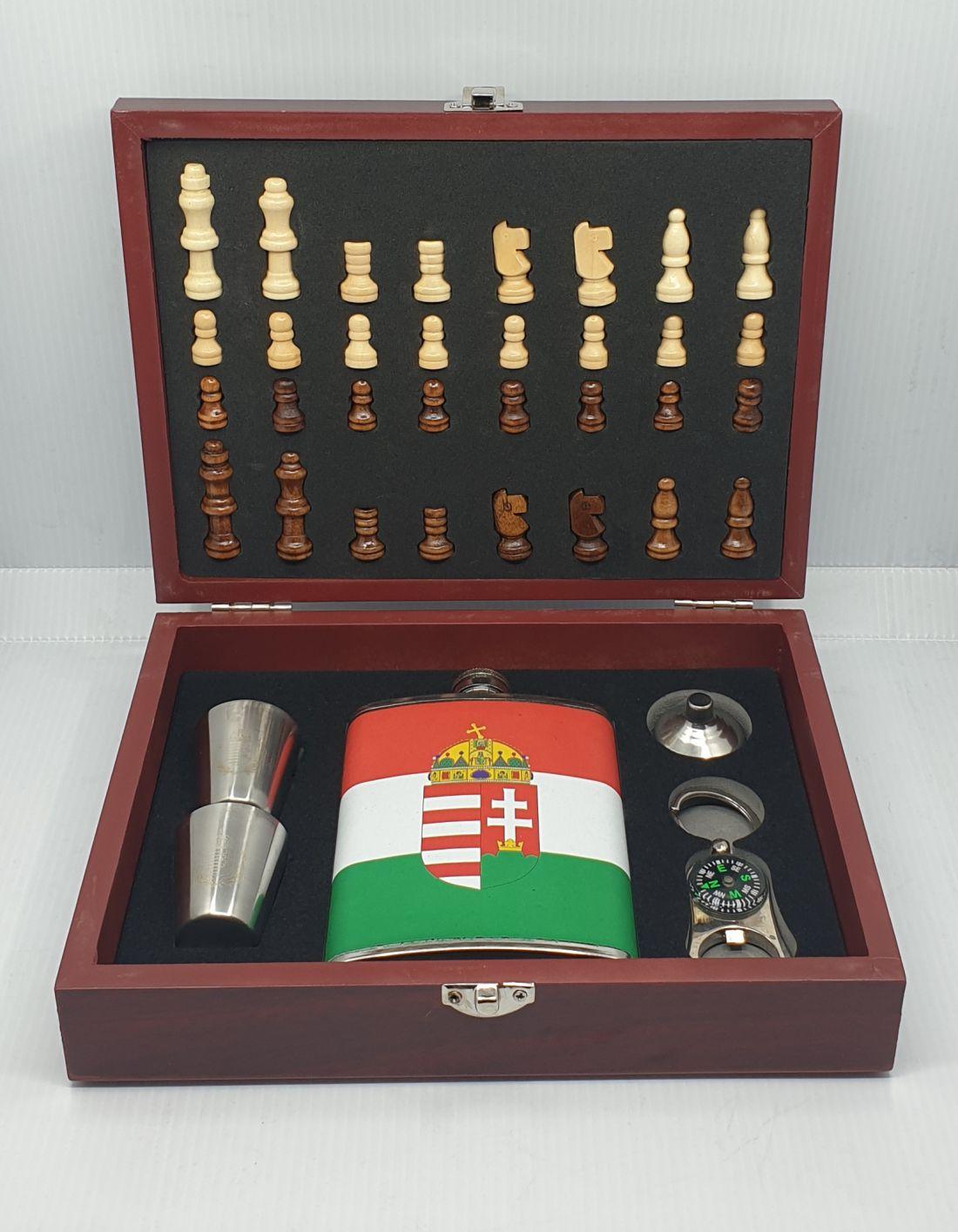 Flaska szett sakk készlettel -  címeres