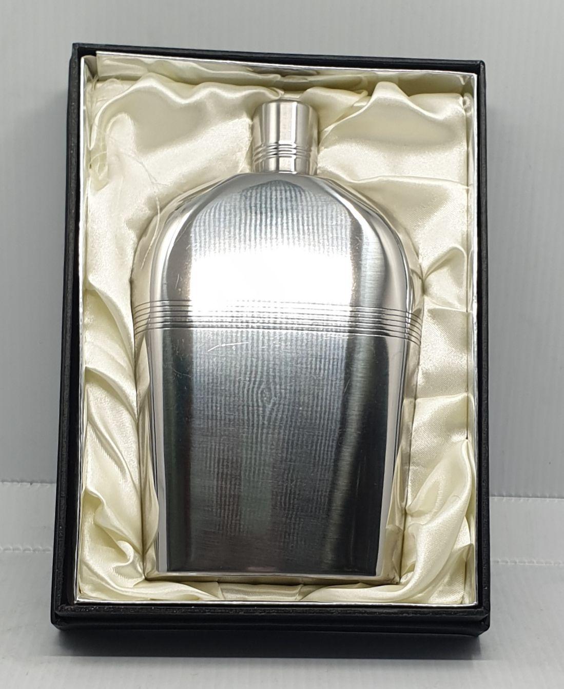 9 oz flaska díszdobozban